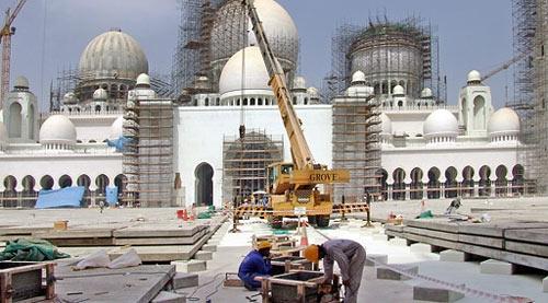 Британский инженер за «проклятые мечети» чудом избежал тюрьмы и штрафа