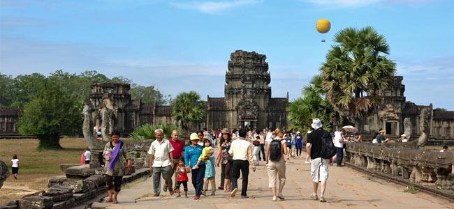 Катастрофа воздушного шара над Ангкором: семеро туристов получило травмы