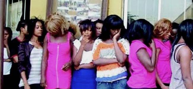 Нигерийские проститутки в Испании оказались «колдуньями» вуду, поедающими сырых кур