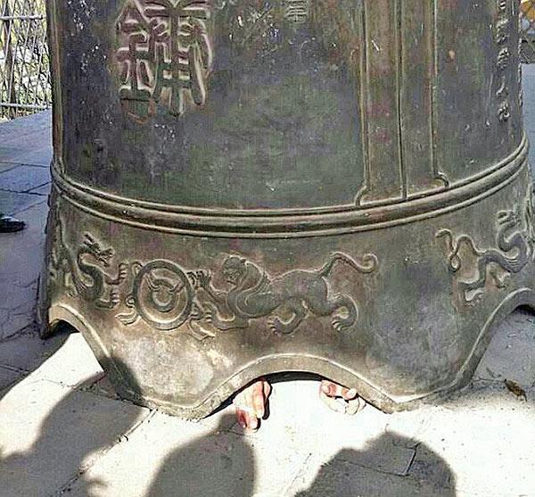 Цар-колокол упал на туриста