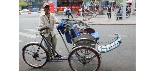 Полиция Ханоя желает привлечь велорикшу-левака к суду за алчность и жлобство в отношении туристов