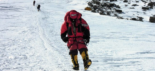 Альпинисты, избитые шерпами на склоне Эвереста, помирились с обидчиками