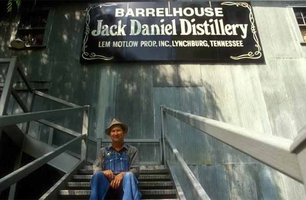 Джек Дениэлс на заводе нельзя пробовать