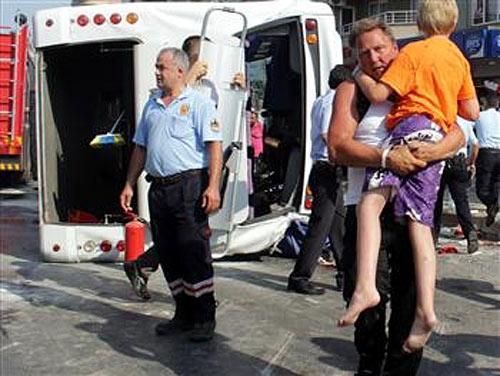 Автобус с туристами перевернулся в Алании