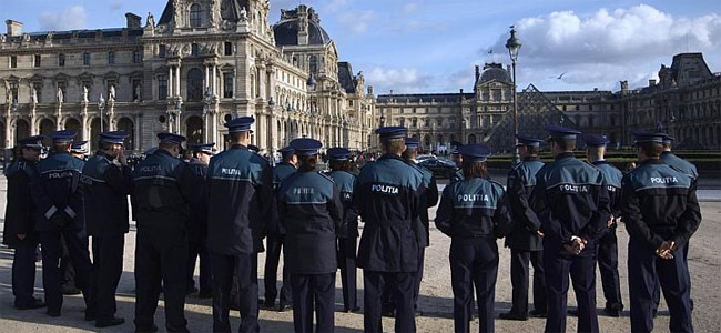 louvre-police