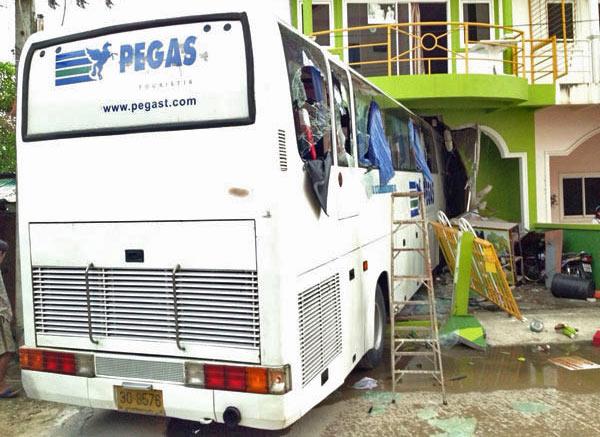 Авария автобуса с туристами на Пхукете