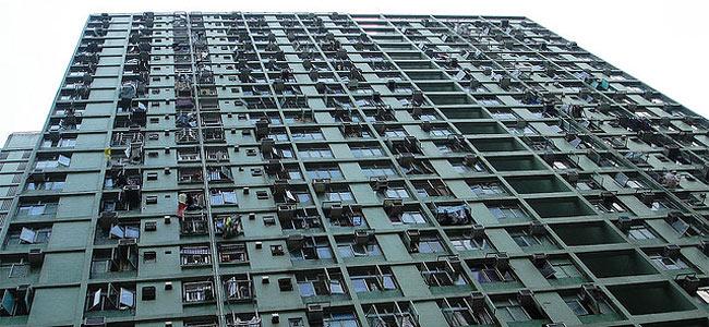 В Гонконге самоубийца упала из окна высотки на молодого туриста. Оба мертвы