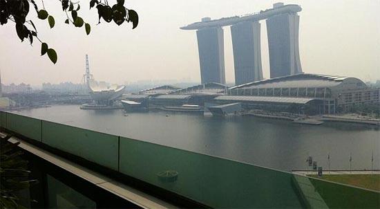 Центр Сингапура в дыму
