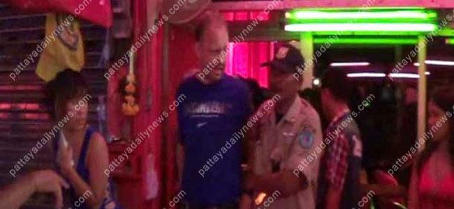 Схватив бельгийского туриста за гениталии, проститутка из Паттайи нашла украденный телефон