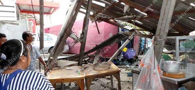 Автобус с туристами проехал на красный свет в Таиланде. 14 человек ранено