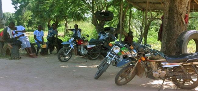 В Кении грабитель на мотоцикле застрелил туриста из Швейцарии