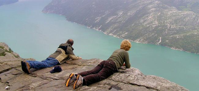 Испанский турист стал первым, кто упал со знаменитого утеса в Норвегии