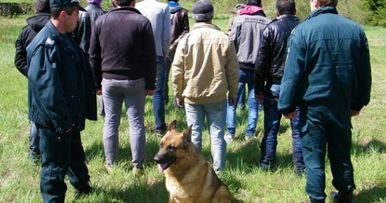 Болгарские пограничники ловят нелегалов
