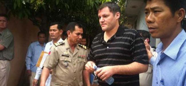 Директор детского дома в Камбодже оказался насильником из Америки
