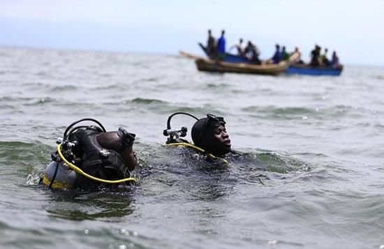 Поиски утопших в Уганде