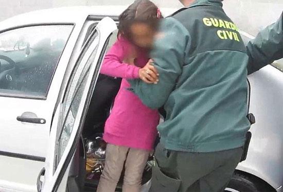 Как провезти ребенка в Европу и легализовать его