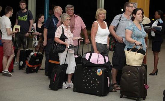Туристы покидают Кению
