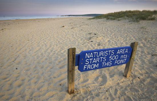 Нудистский пляж в Англии