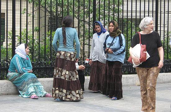 Цыганские женщины в Париже