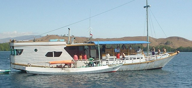 Судно с белыми туристами затонуло в Индонезии. 15 пассажиров пропало без вести