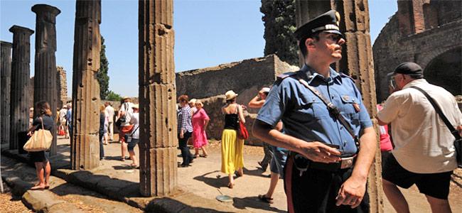 Французский турист арестован в Италии за кражу кусочка города Помпеи