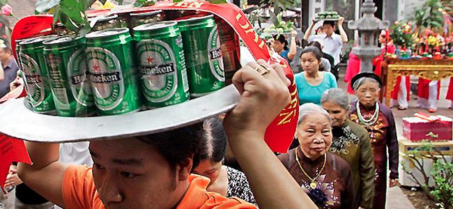 Во Вьетнаме могут запретить торговлю пивом на обочинах дорог