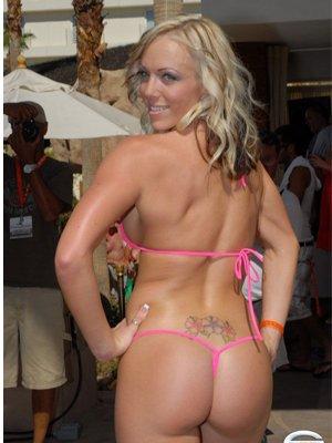 Запрет бикини на Майорке грозит туристам штрафом до 800 долларов