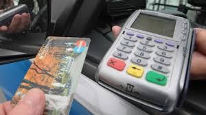 Для удобства отдыхающих в Крыму установят 400 банкоматов и 4000 терминалов для расчета за товар карточками