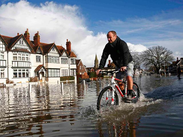 Британцам не дают покоя проливные дожди и наводнения