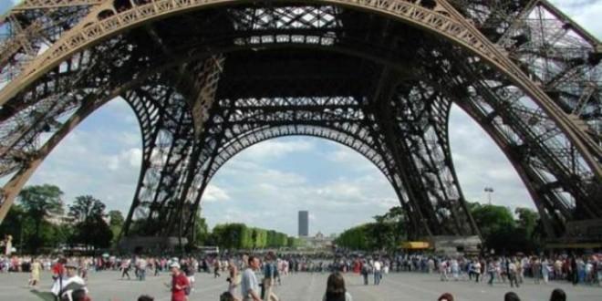 После двухлетнего ремонта открылся нижний ярус Эйфелевой башни
