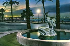 В Триполи снесли скульптуру-символ города