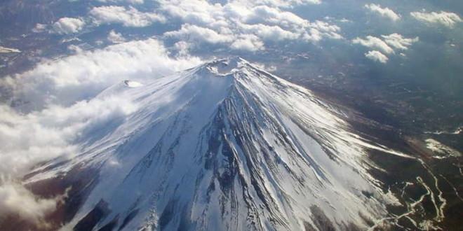 Восхождение на вулкан Фудзияма стало платным