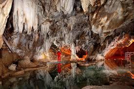 Живописные пещеры Португалии стали доступны для туристов