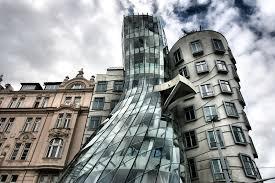 Вацлав Скала купил «Танцующий дом» в Праге