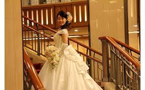 Японским незамужним женщинам предлагают «сольные» свадьбы без регистрации брака