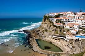 Втечение года Португалию посещает около 14 млн гостей