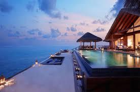 Мальдивский курорт приглашает окунуться в новогодний вихрь веселья и сюрпризов