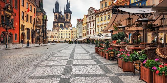 Хоккейные фанаты едут в Прагу — сколько денег с собой брать?