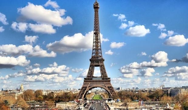 Эйфелева башня вновь готова принять туристов