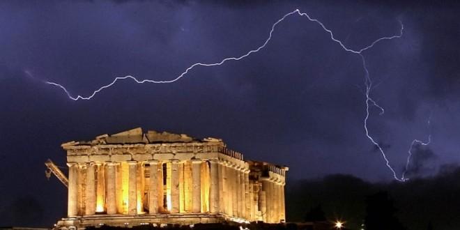 Российских туристов чуть не убила молния на Крите
