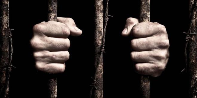 В Гонконге женщину посадили в тюрьму за толчок полицейского грудью