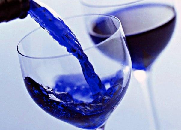 Испанцы начали выпускать голубое вино