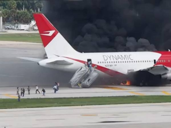 Пожар в пассажирском авиалайнере во Флориде